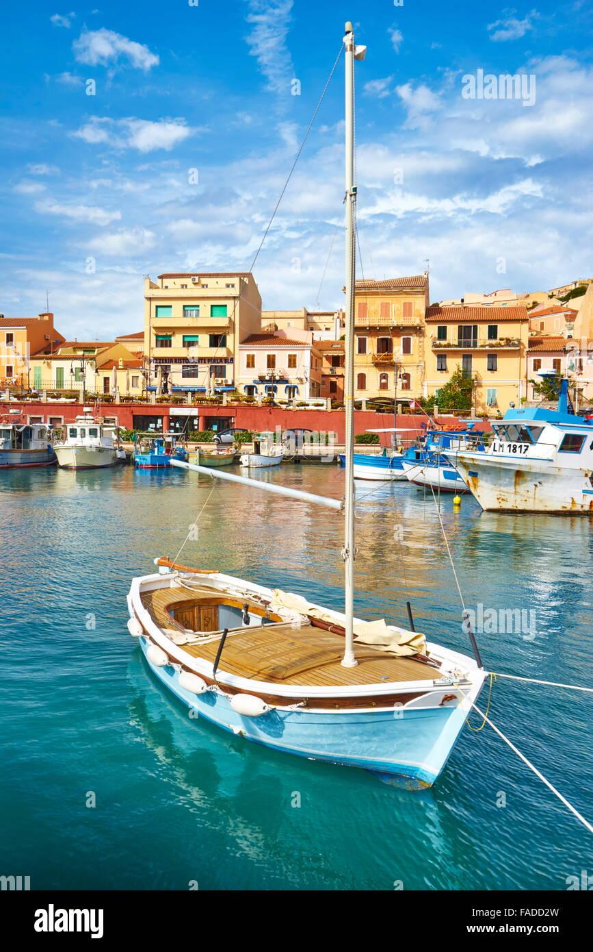 La Maddalena, Blick auf die Stadt und den Hafen, Insel La Maddalena, Sardinien, Italien Stockbild