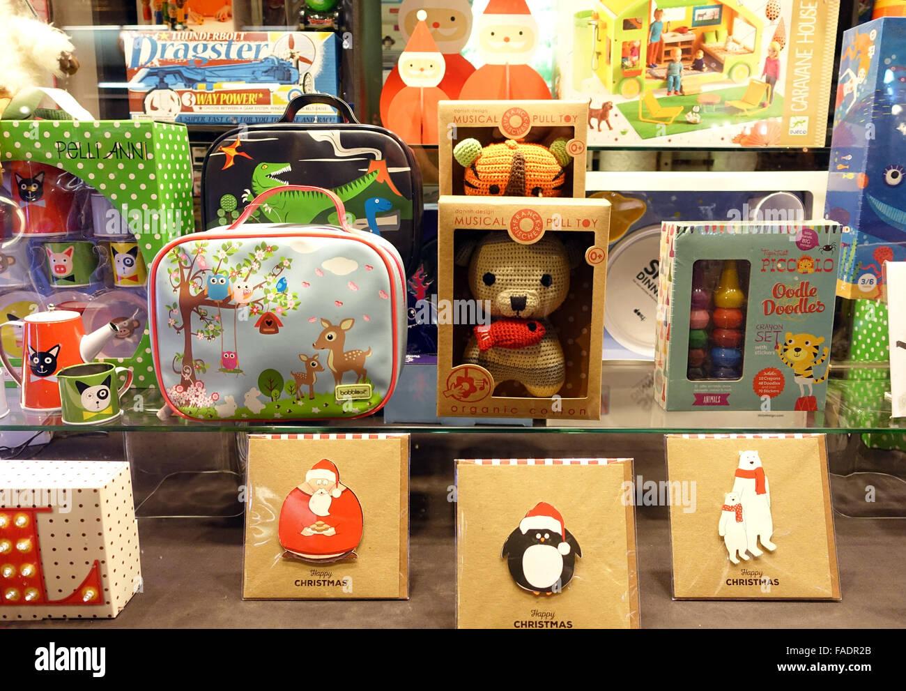 Weihnachtsgeschenke für Kinder in London Schaufenster angezeigt ...