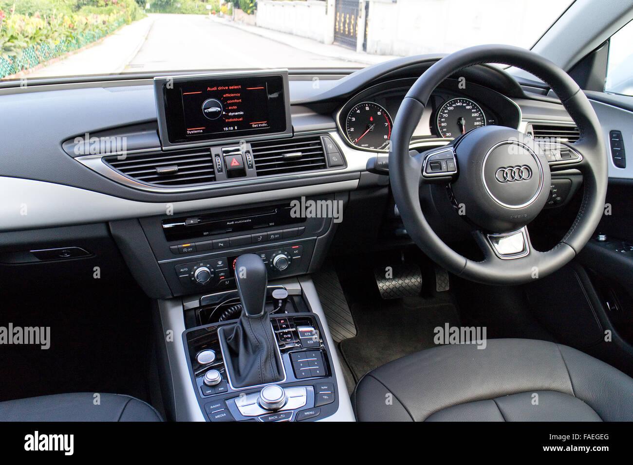 Hong Kong, China 17. Mai 2015: Audi A7 40 TFSI 2015 Interieur am 17 ...