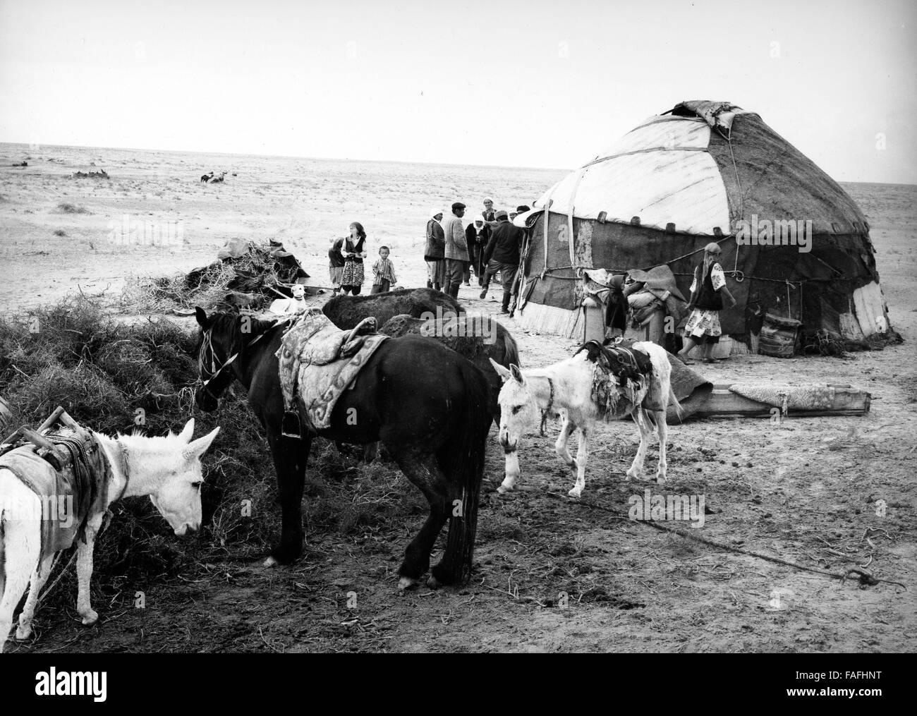 Nomadenjurte in der Kysylkum Wüste in Usbekistan, Bezirkshandstempel, 1970er Jahre. Nomad's Jurte in der Stockbild