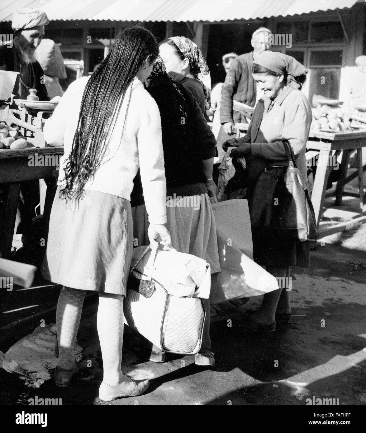 Frauen Auf Dem Basar in Taschkent in Usbekistan, Sowjetunuion 1970er Jahre. Frauen am Basar von Taschkent in Uzbekistan, Stockbild