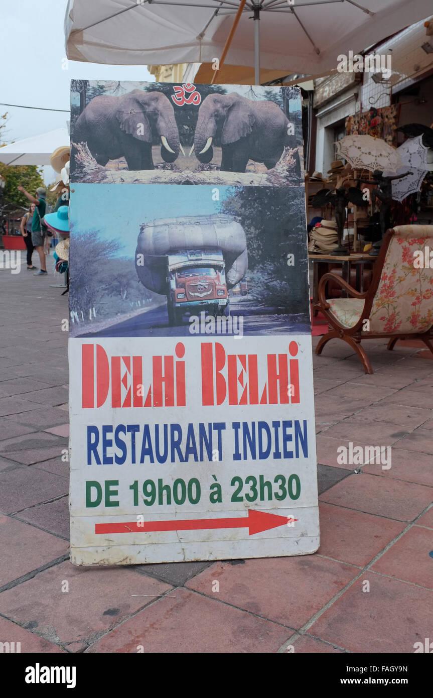 Werbung für das Delhi Belhi indische Restaurant in Nizza, Côte d ' Azur, Frankreich. Stockbild