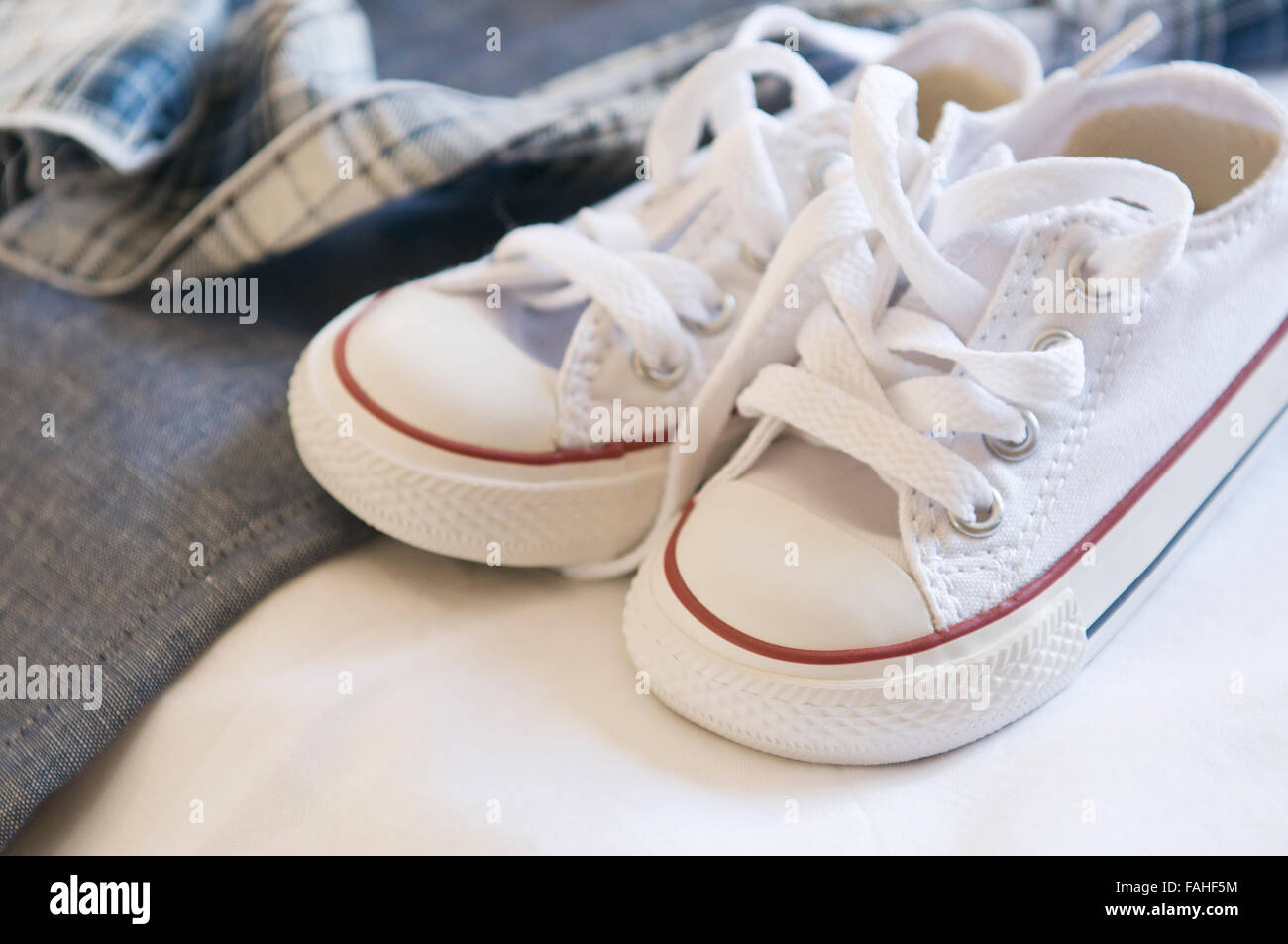 Paar Kleine Weiße Babyschuhe Zur Taufe Stockfoto Bild