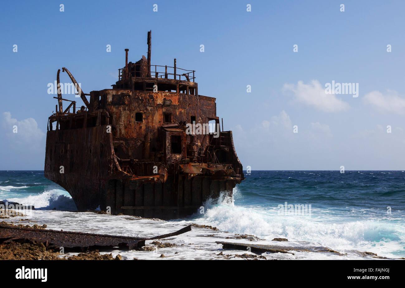 Ein Schiffswrack auf Klein Curacao, Curacao Stockbild