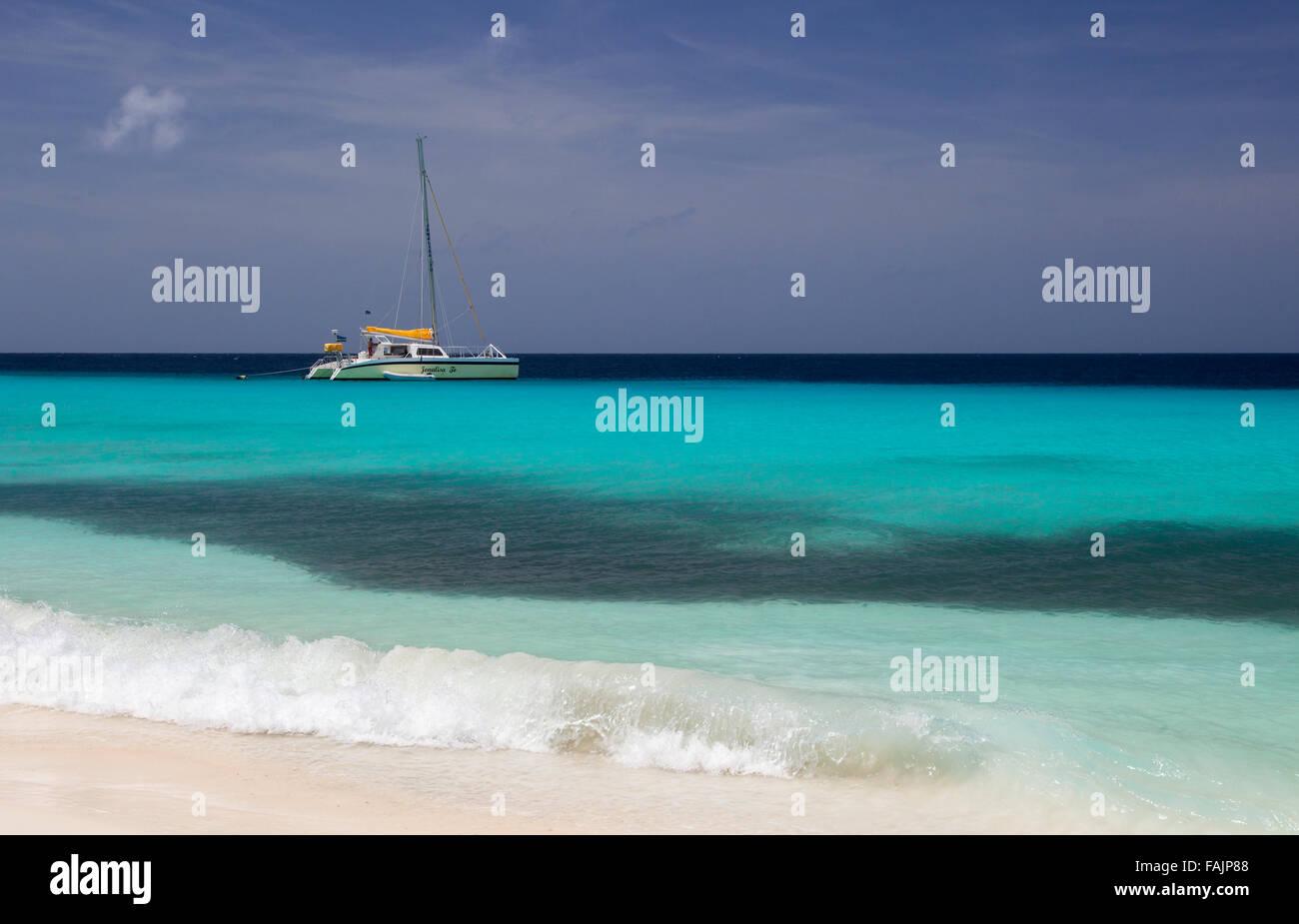 Ein Segelboot auf Klein Curacao, Curacao Stockbild