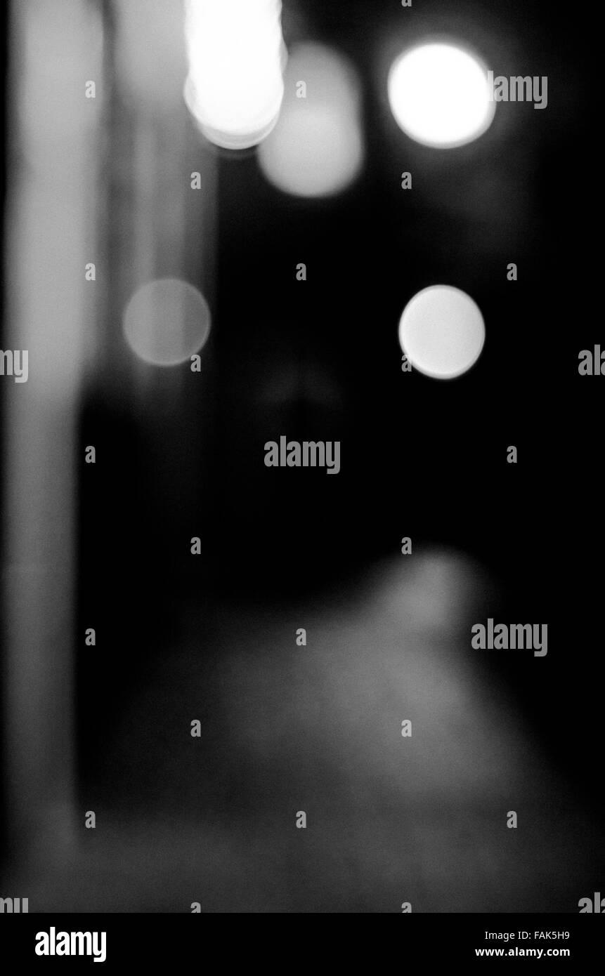 Unscharfe abstrakte Bild Gasse in der Nacht Stockfoto