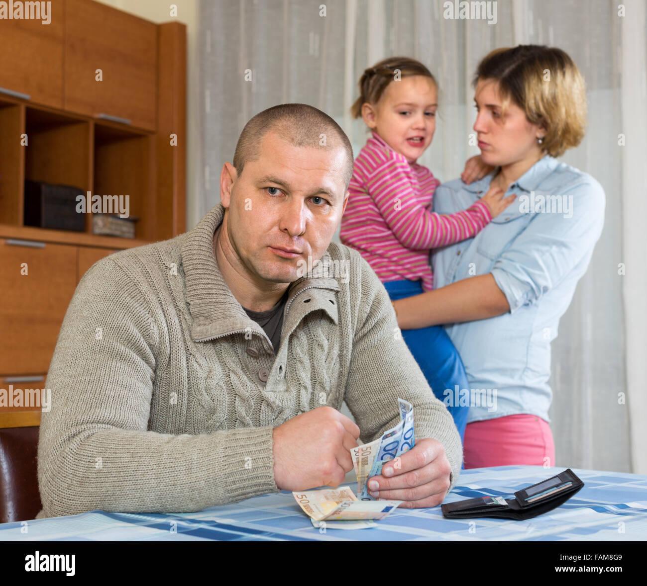 Frauen suchen mann mit geld