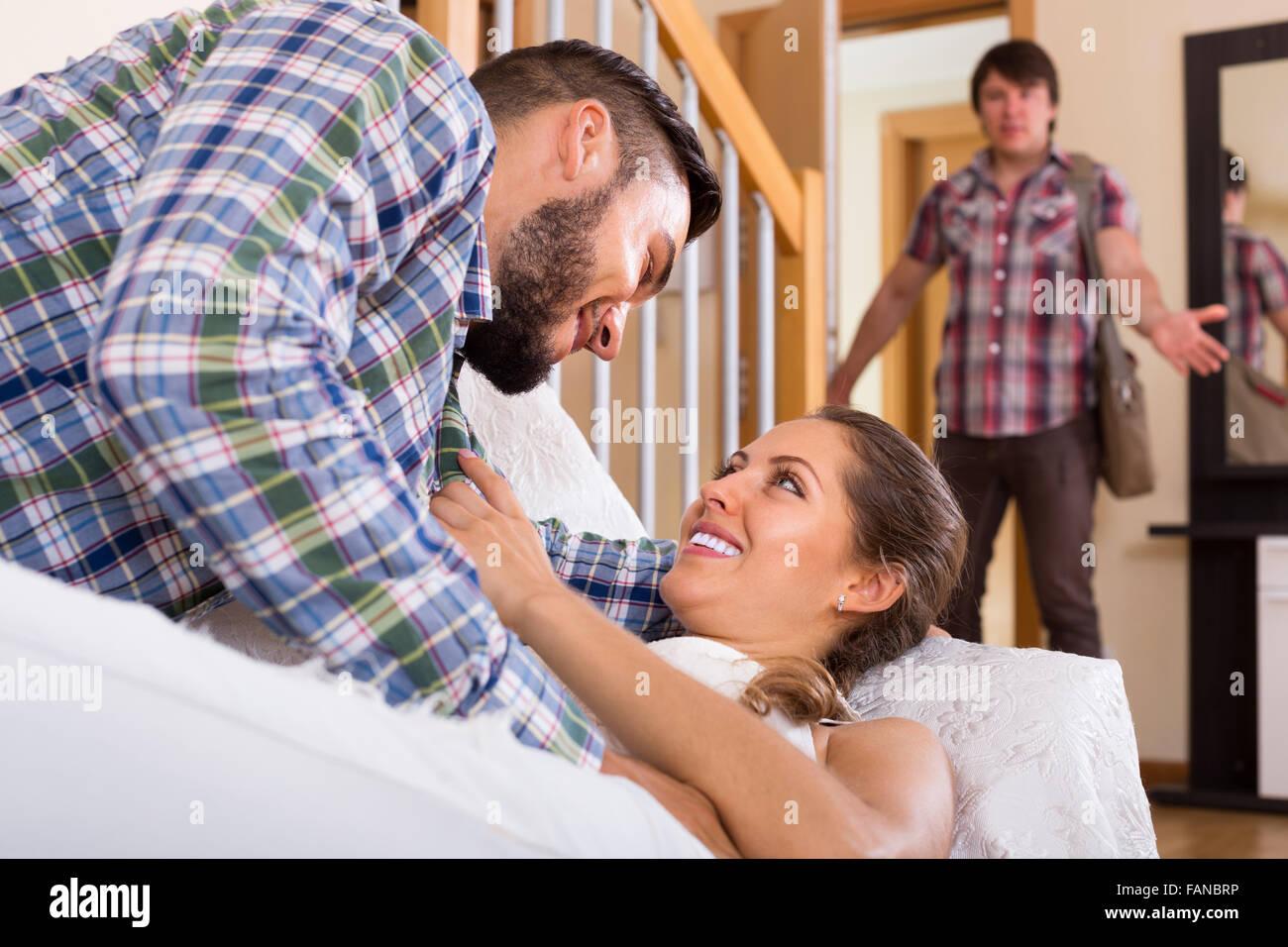 Wie man einen betrügenden Ehepartner auf Dating-Seiten erwischt Dating Hiv positive Kerl