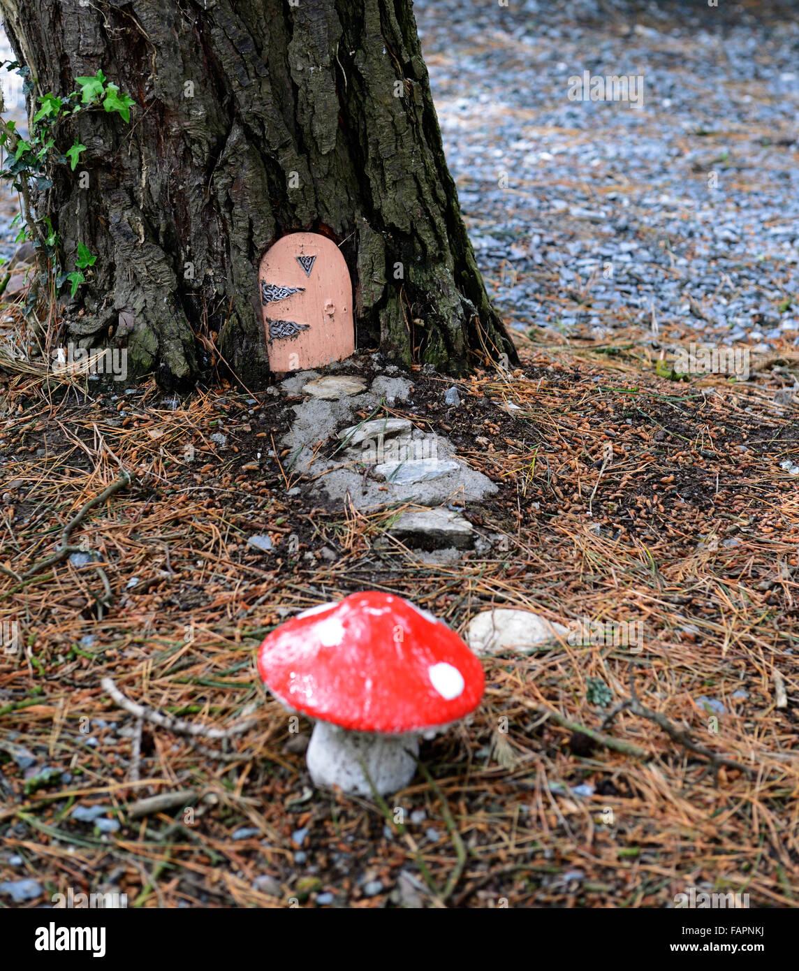 Fee Tür Haus Baum Basis Garten Dekoration Dekorieren Miniatur Zwerg Spaß Im  Freien Phantasie Rote Fliegenpilz RM Floral Glauben Machen
