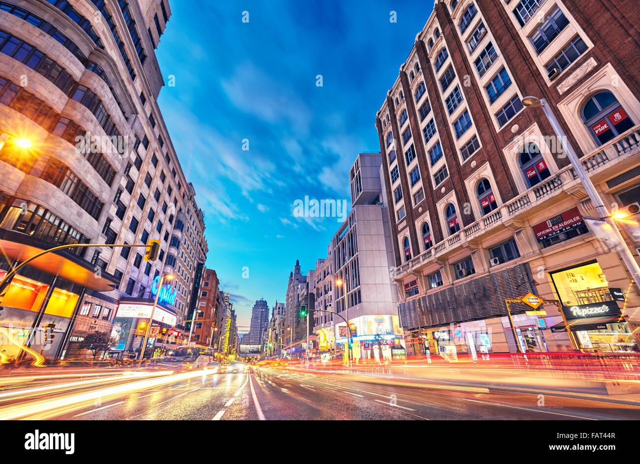 Callao Square und Gran Via Street in der Dämmerung. Madrid, Spanien. Stockbild