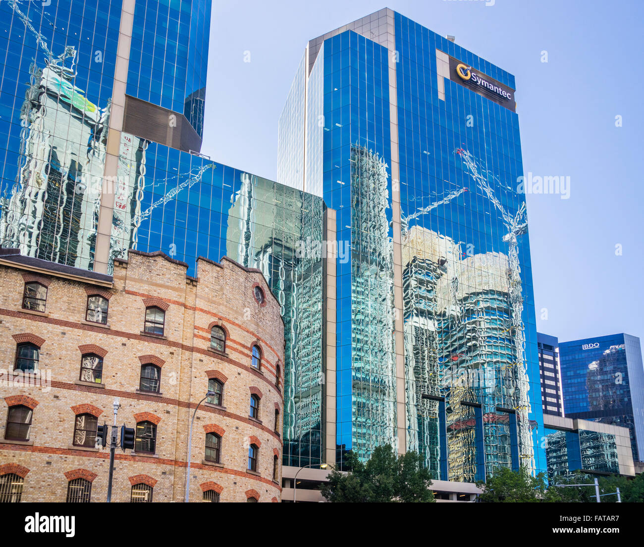 Australien, New South Wales, Sydney, die Erbe-Fassade des Grafton Bond gegen die Maritime Trade Towers Stockbild