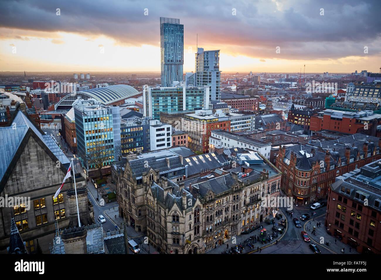 Blick vom Rathaus von Manchester Uhrturm Blick auf Gebäude rund um Albert Square und Beetham Tower Manchester Central Stockfoto