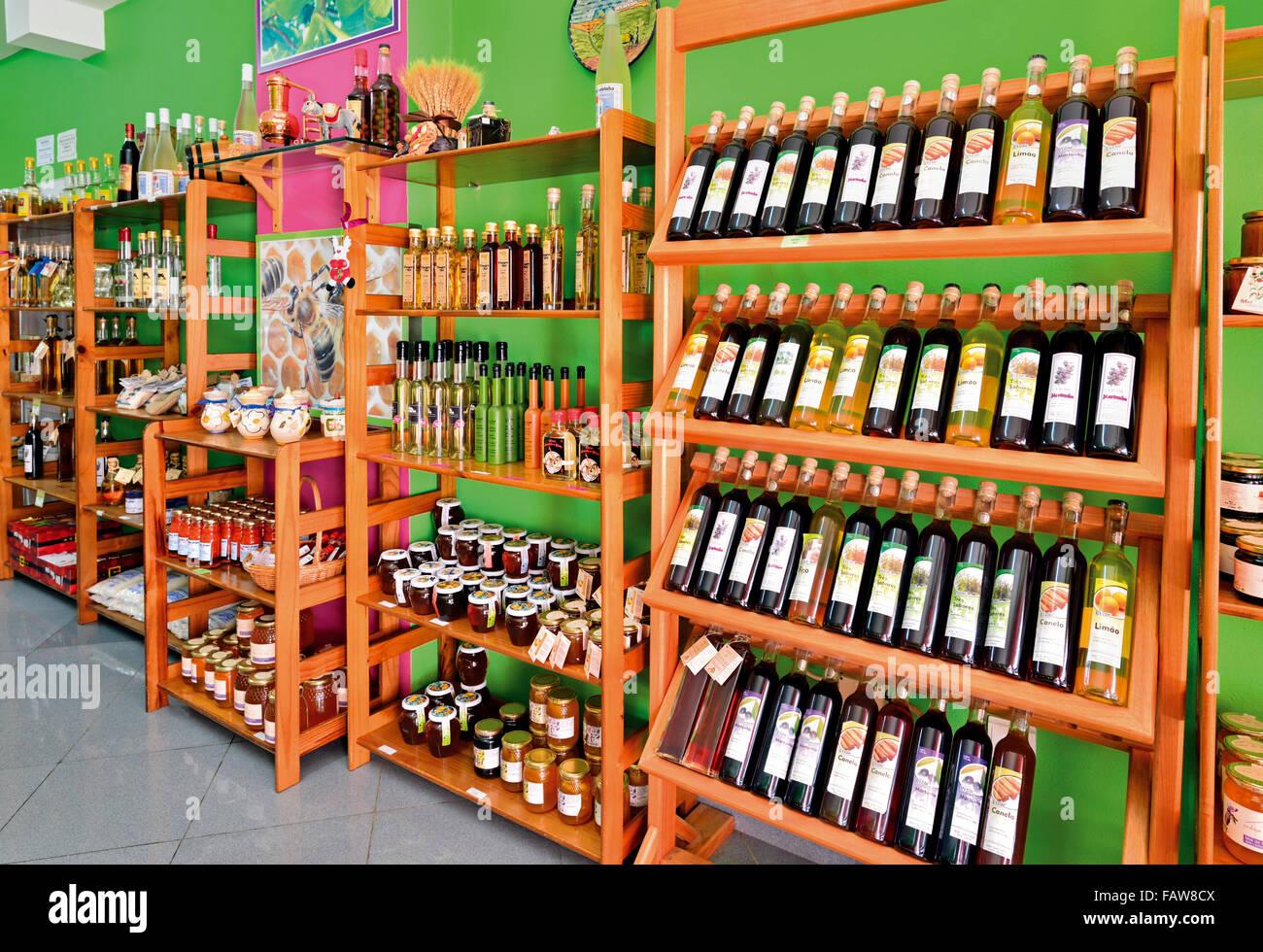 Portugal, Algarve: Regionale Produkte im Shop in Armacao de Pera Stockbild