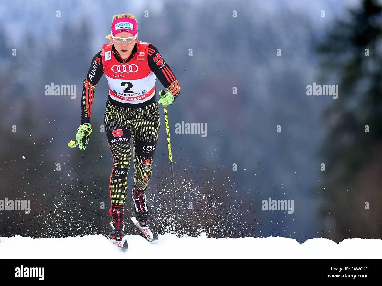 Oberstdorf, Deutschland. 5. Januar 2016. Deutschlands Sandra Ringwald in Aktion während der Qualifikation für Stockbild