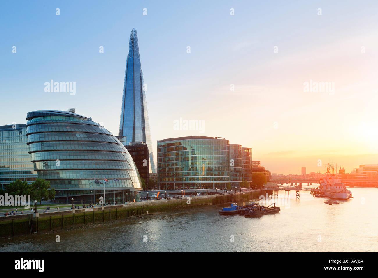 London, Splitter und Rathaus bei Sonnenuntergang Stockbild