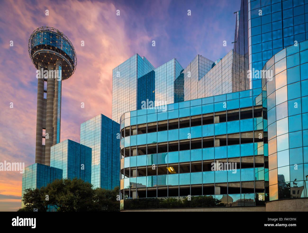 Reunion Turm ist ein Aussichtsturm 561 ft (171 m) und eines der bekanntesten Wahrzeichen in Dallas, Texas Stockbild