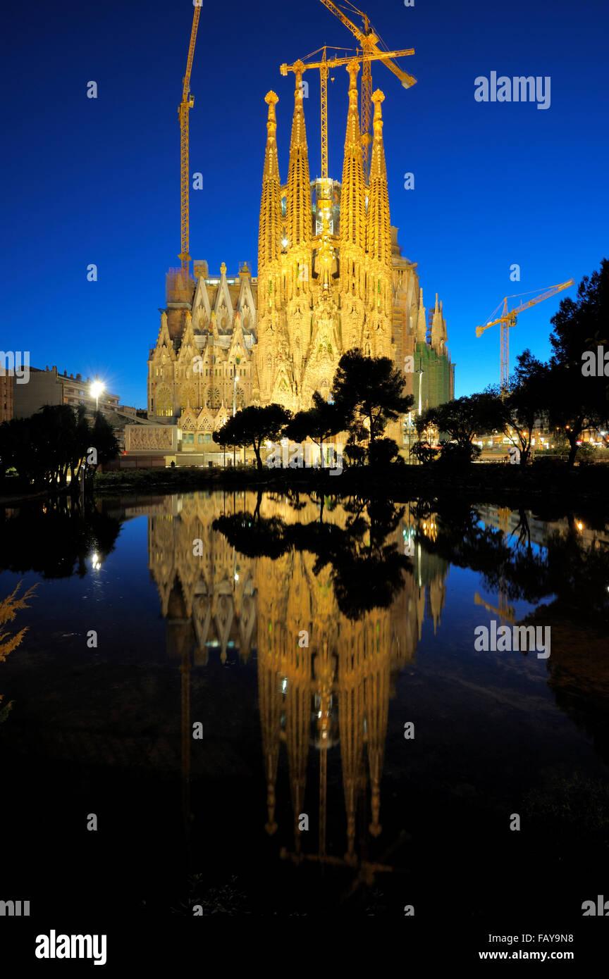 Temple De La Sagrada Familia und Placa de Gaudi, L'Eixample, Barcelona, Katalonien, Spanien Stockbild