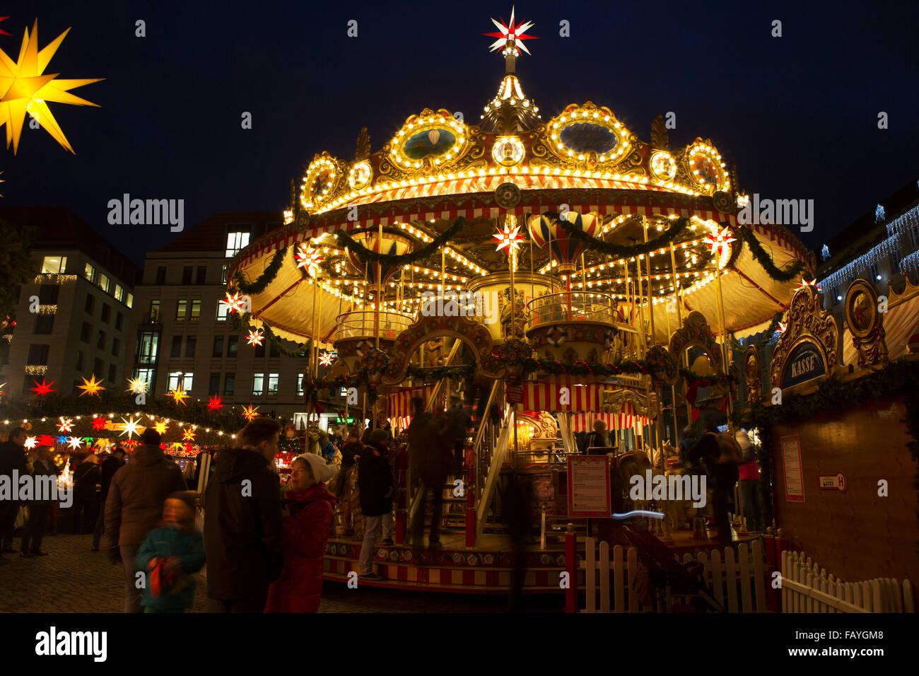 Weihnachtsmarkt In Dresden.Ein Karussell Auf Dem Striezelmarkt Weihnachtsmarkt In Dresden