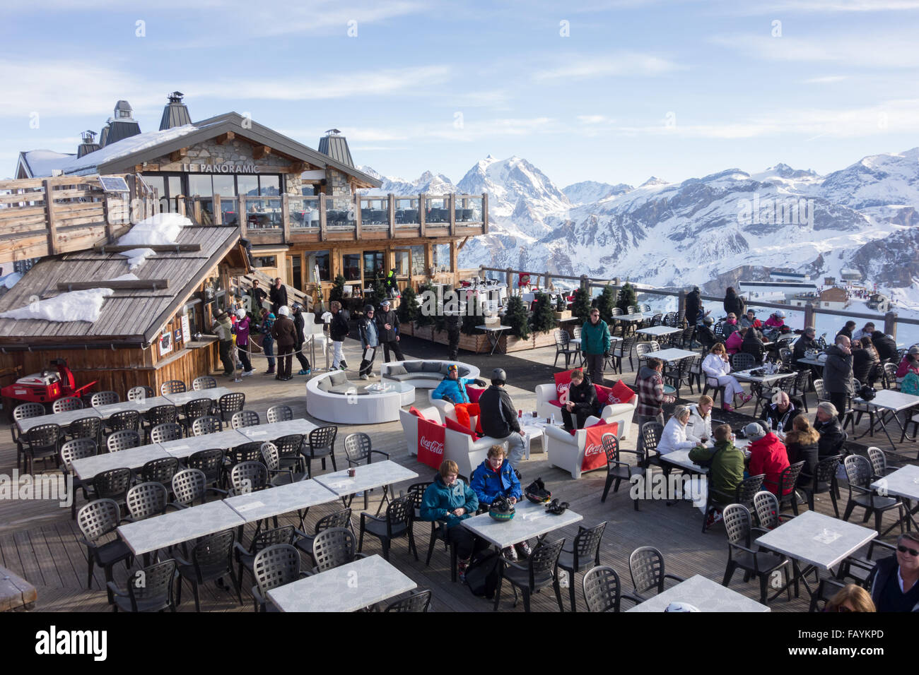 """""""Le Panoramic"""" Mountain Top-Restaurant, auf der Oberseite der Saulire erreichbar von Courchevel und Meribel, Stockbild"""