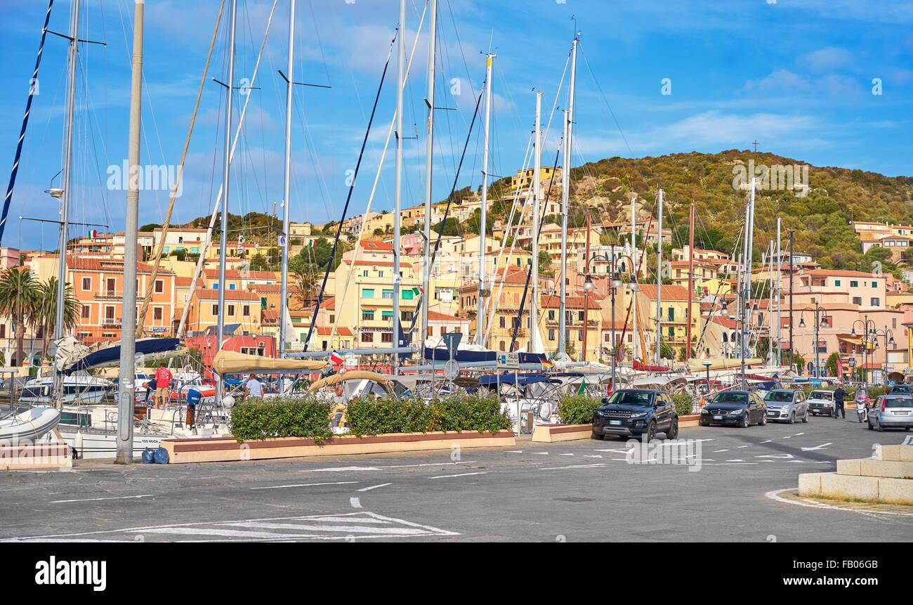 Insel La Maddalena, Blick auf die Stadt und den Hafen, Sardinien, Italien Stockbild
