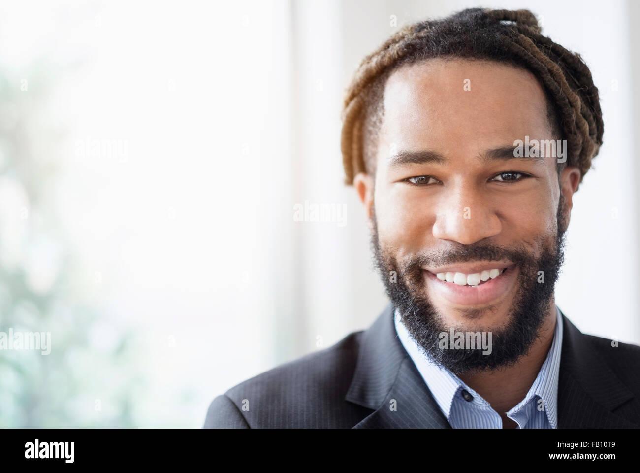 Porträt von Smiley Geschäftsmann Anzug Stockbild