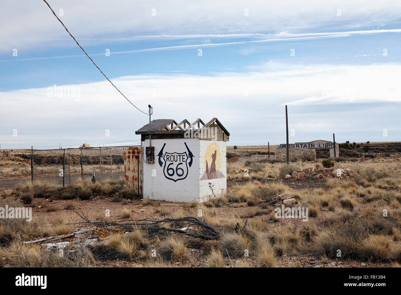 Verlassenen Bauwerke in Wüste Stockbild