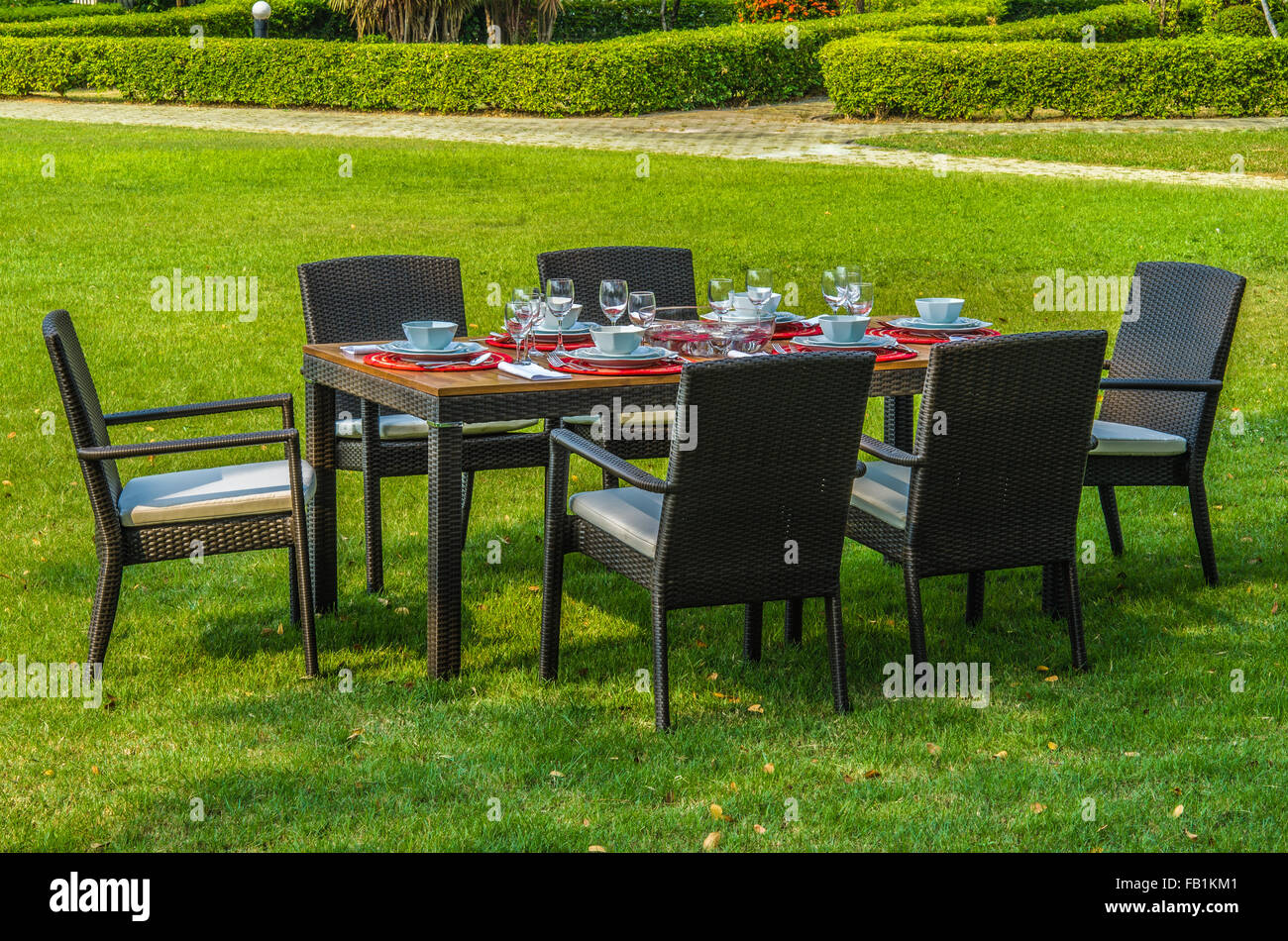 Outdoor Rattanmöbel, wasserdicht Tisch, Stühlen und outdoor-Kissen ...