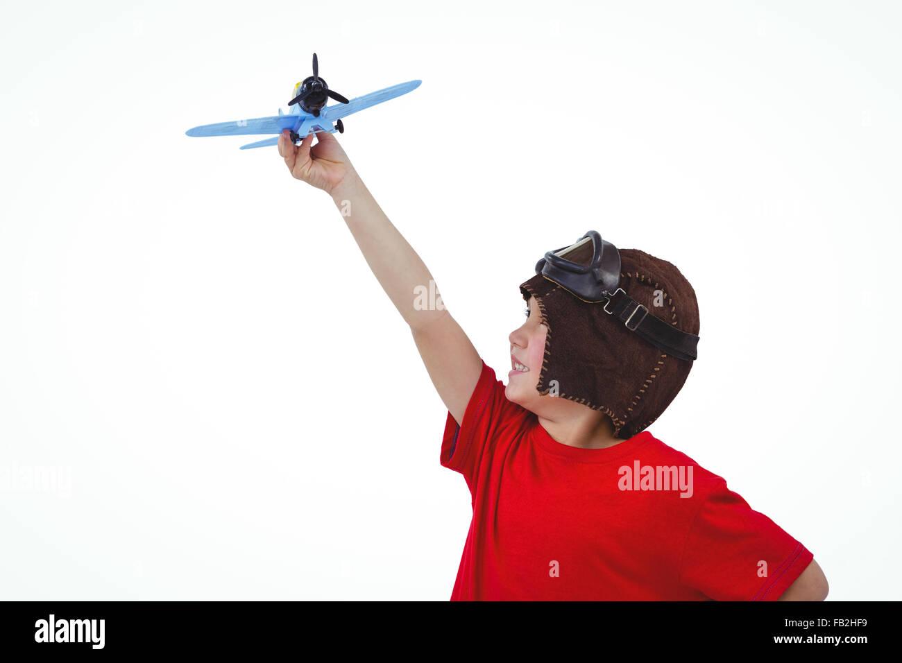 Jungen spielen mit Spielzeugflugzeug Stockbild