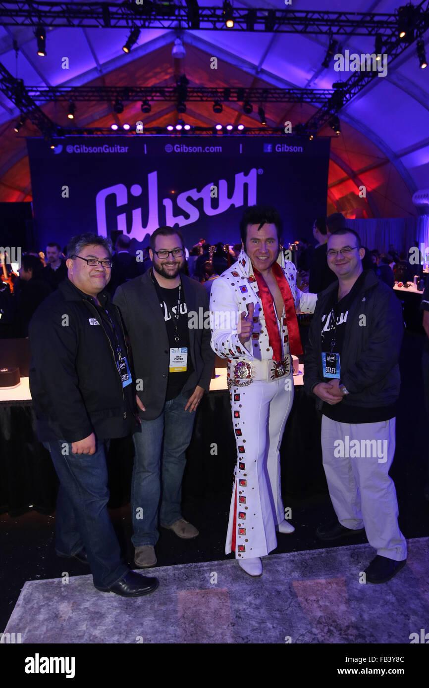 Las Vegas, Nevada, USA. 8. Januar 2016. Elvis selbst trat Musiker aller Altersgruppen in der Gibson-Gitarren-Zelt Stockbild