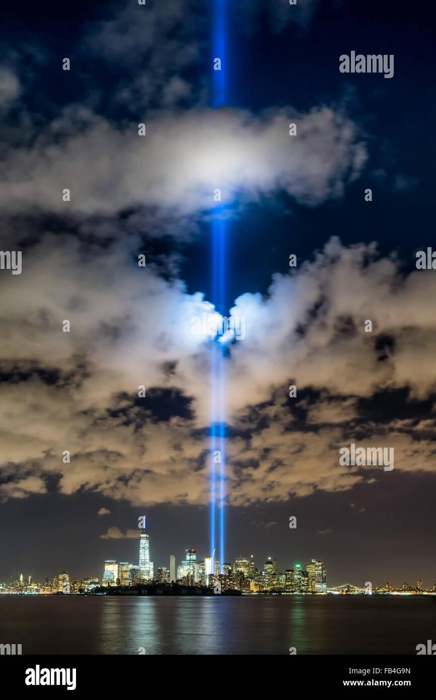 New York City 11. September 2015 Gedenken mit der Tribute in Light in Lower Manhattan in der Nähe von One World Stockbild