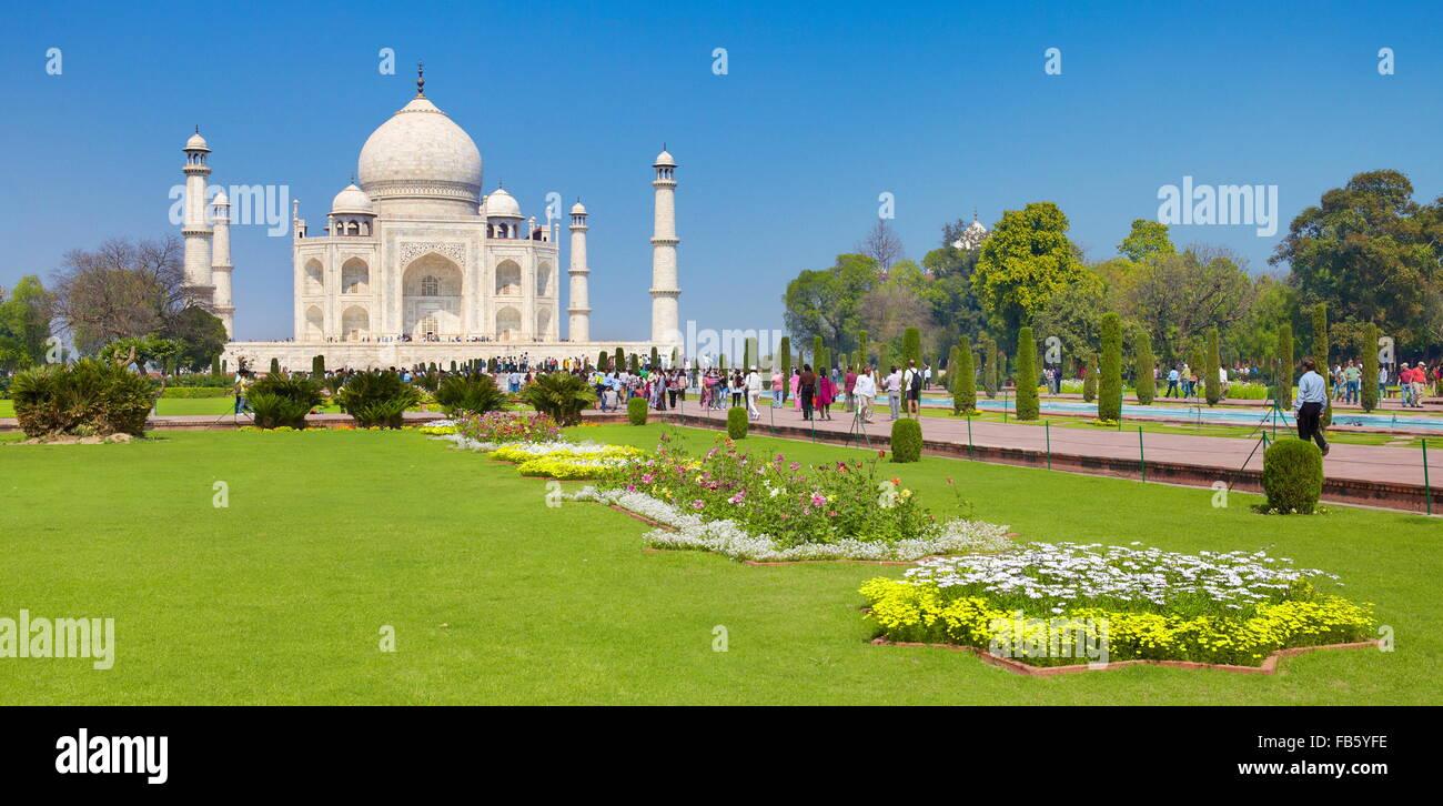 Taj Mahal und den Mughal Gärten des Taj Mahal, Agra, Uttar Pradesh, Indien Stockbild