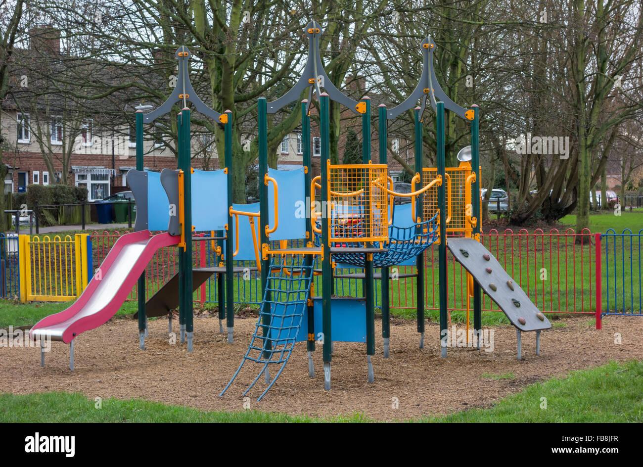 Klettergerüst Kinder Outdoor : Kinder rutschbahn und klettergerüst stockfoto bild: 93003227 alamy
