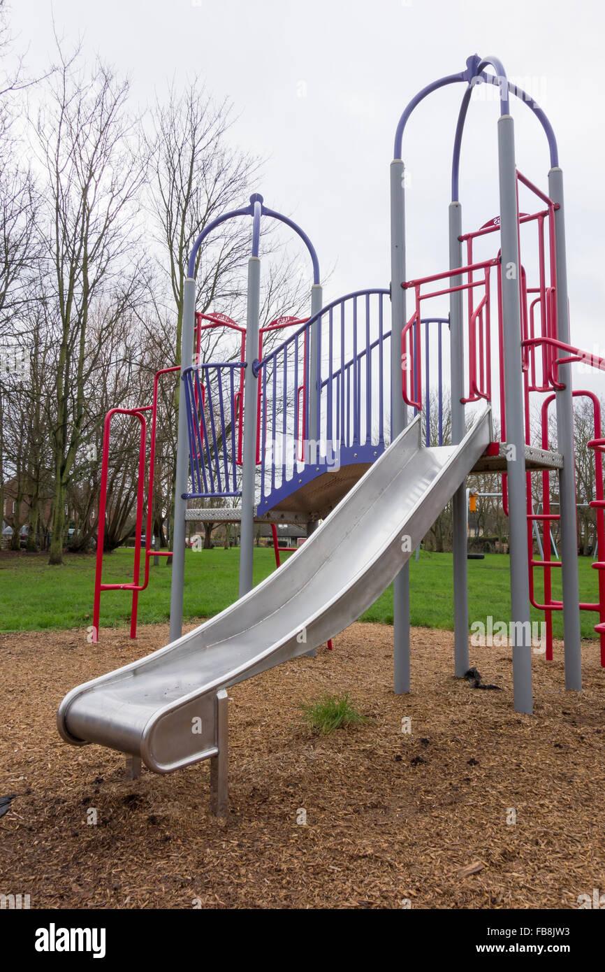 Kinder Rutschbahn und Klettergerüst Stockfoto, Bild: 93003487 - Alamy