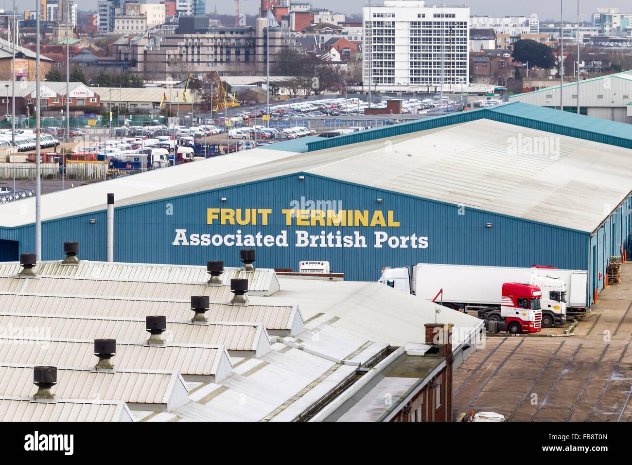 Southampton Docks in der Nähe von Mayflower Cruise Terminal im Laufe des Nachmittags. Stockbild