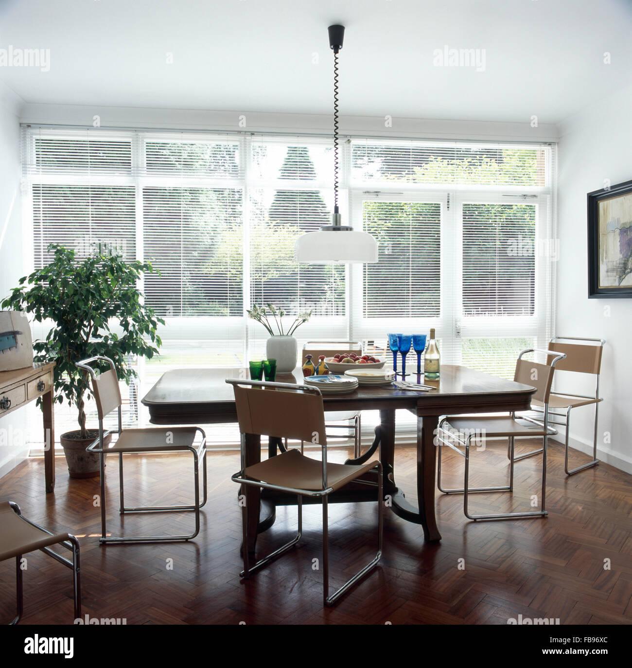 Chrom + Leinwand freitragende Stühle Stühle an einen einfachen ...