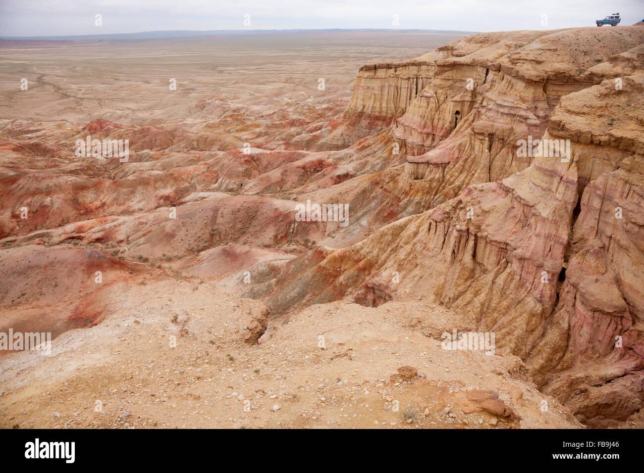 Eine russische 4WD mit Blick auf die Gobi Wüste, Mongolei. Stockbild