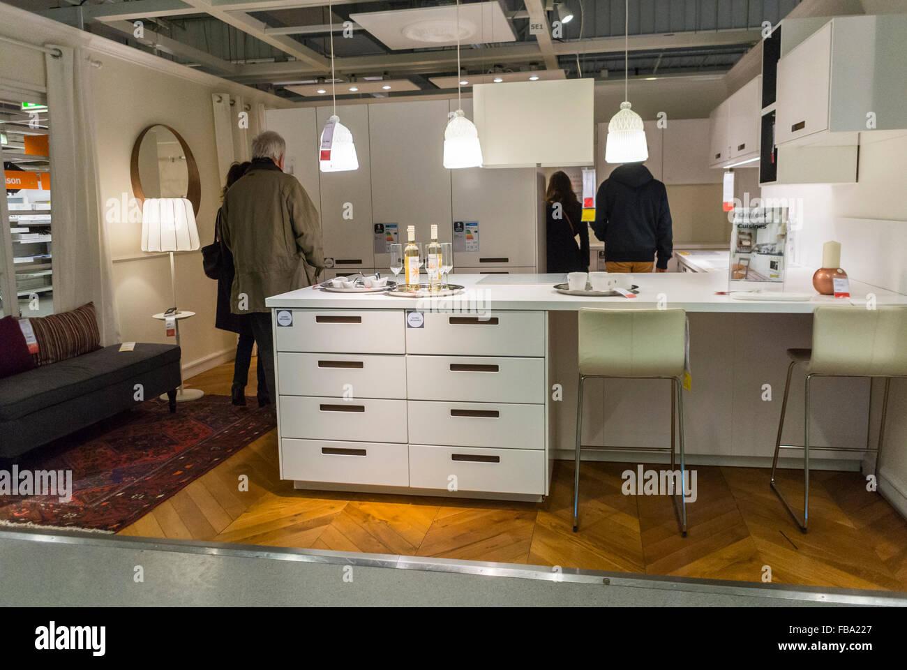 Paris Frankreich Menschen Einkaufen Im Baumarkt Haushaltswaren