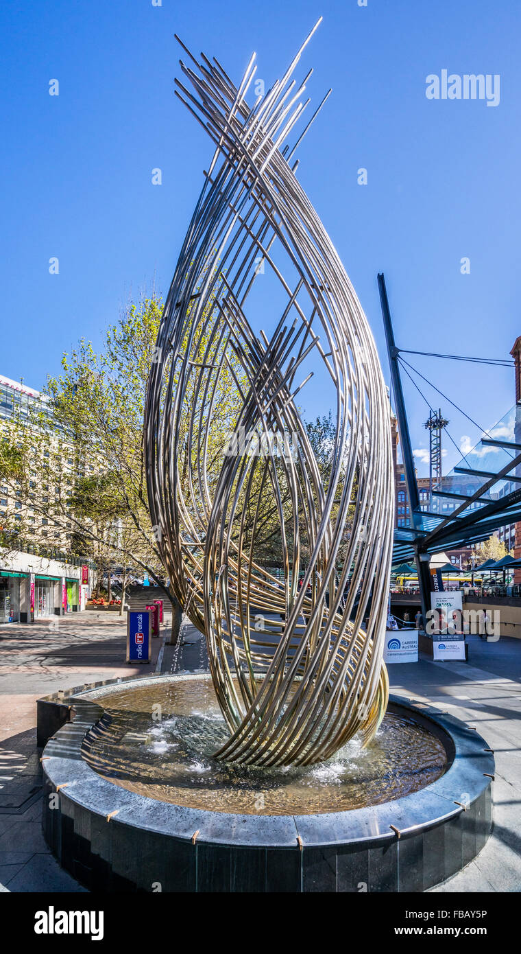 Australien, New South Wales, Sydney, Aqua-Helix-Brunnen von Terrance Plowright am Hauptbahnhof Stockbild