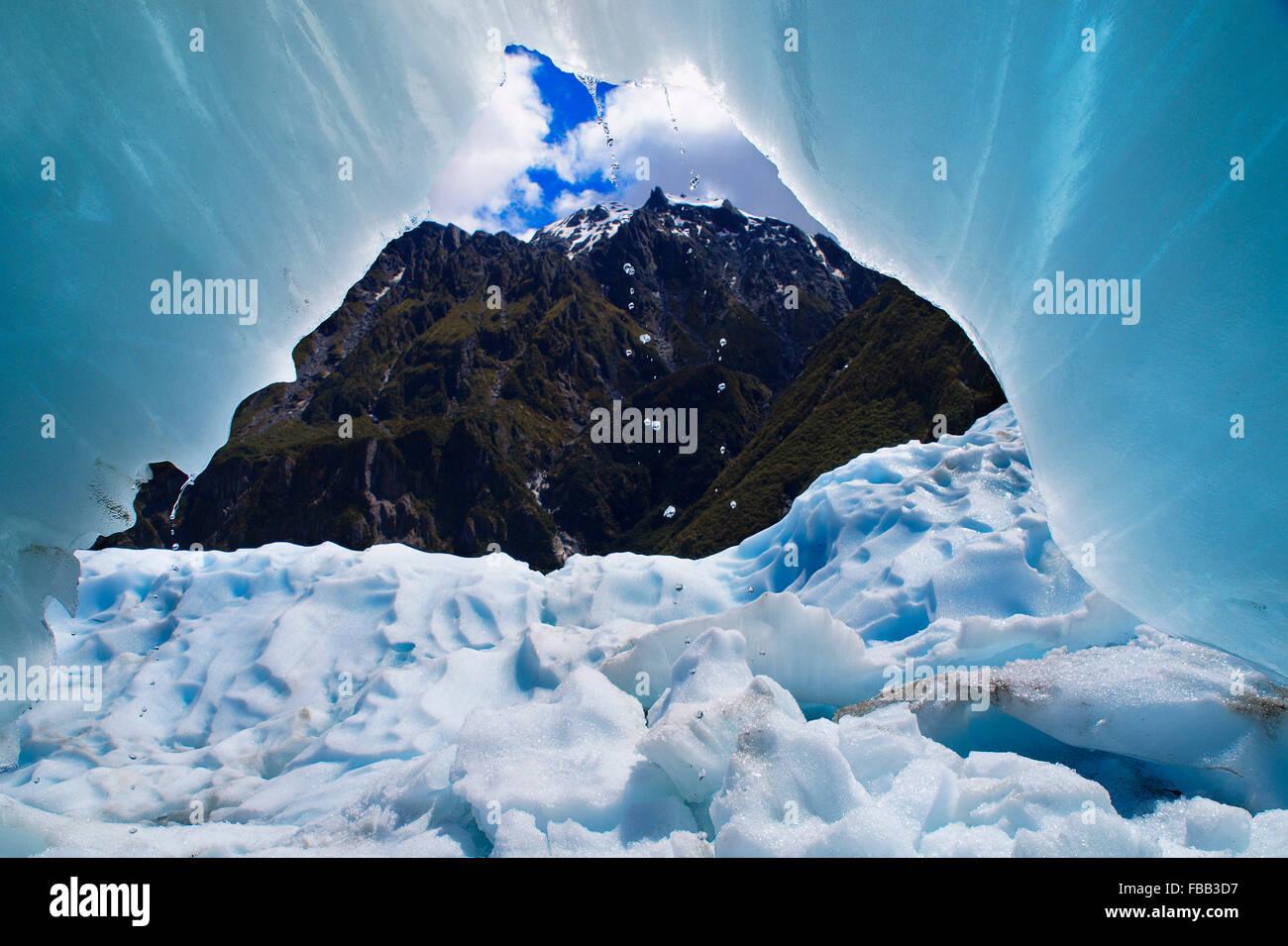 Blick von innen eine Eishöhle auf Fox Glacier, Neuseeland Stockbild