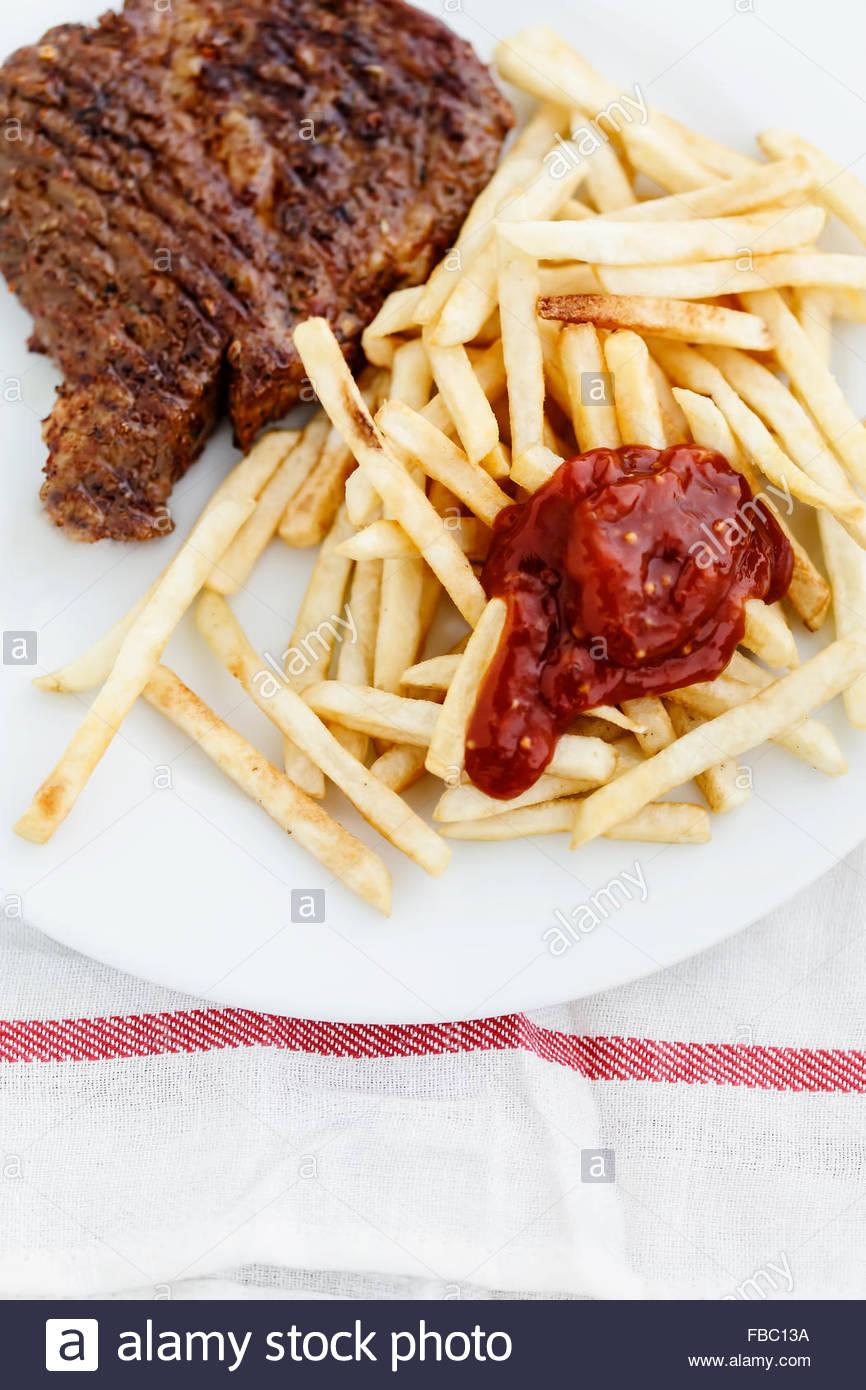 Steak mit Pommes frites Stockbild