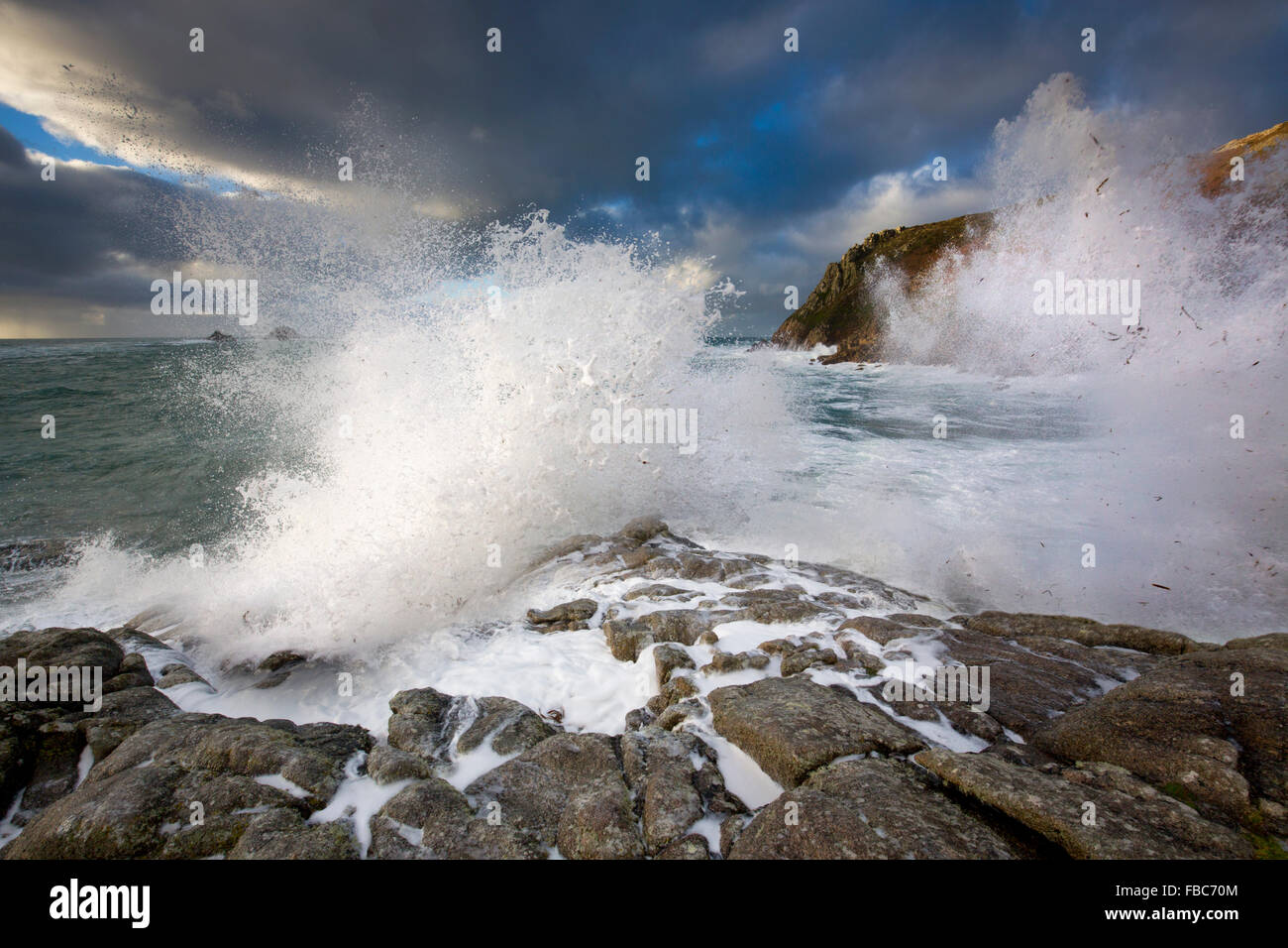 Kinderbett-Tal; Welle brechen; Cornwall; UK Stockbild