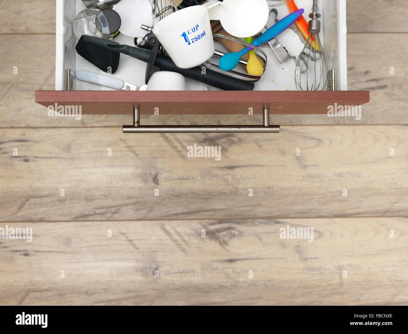 Ein Studio-Foto von einer Küchenschublade Stockbild