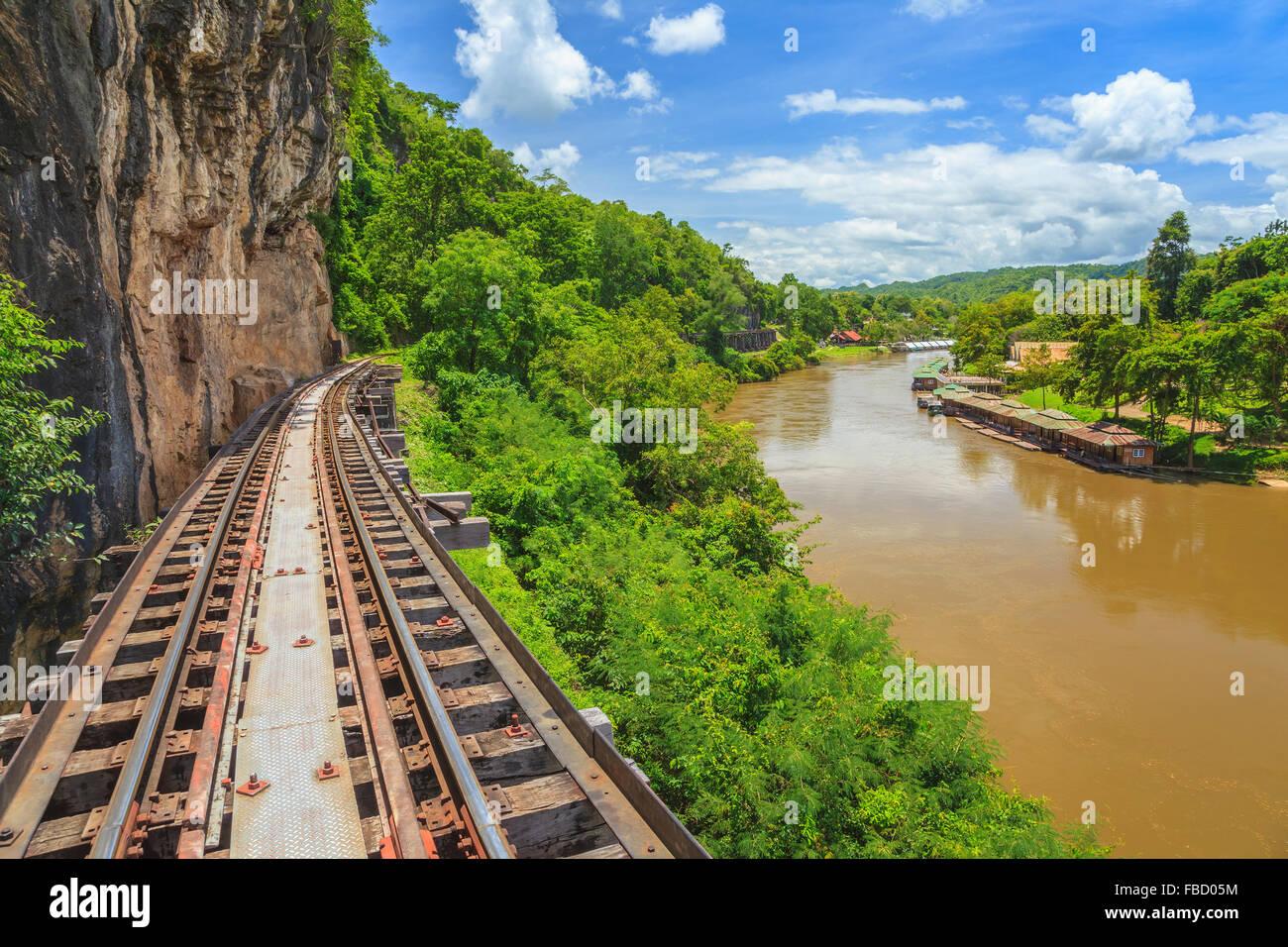 Railwat Track und River Kwai in Kanchanaburi Stockbild