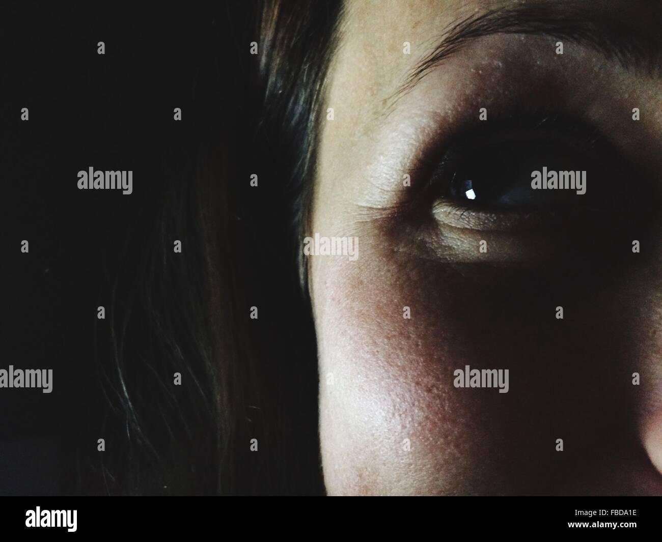 Zugeschnittenes Bild der Frau Stockbild
