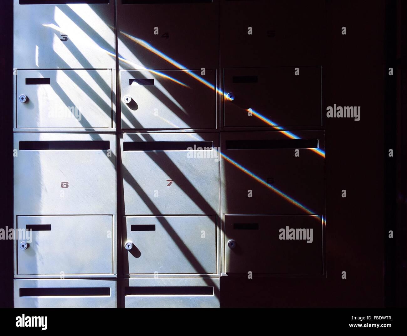Schließfächer im Zimmer Stockbild