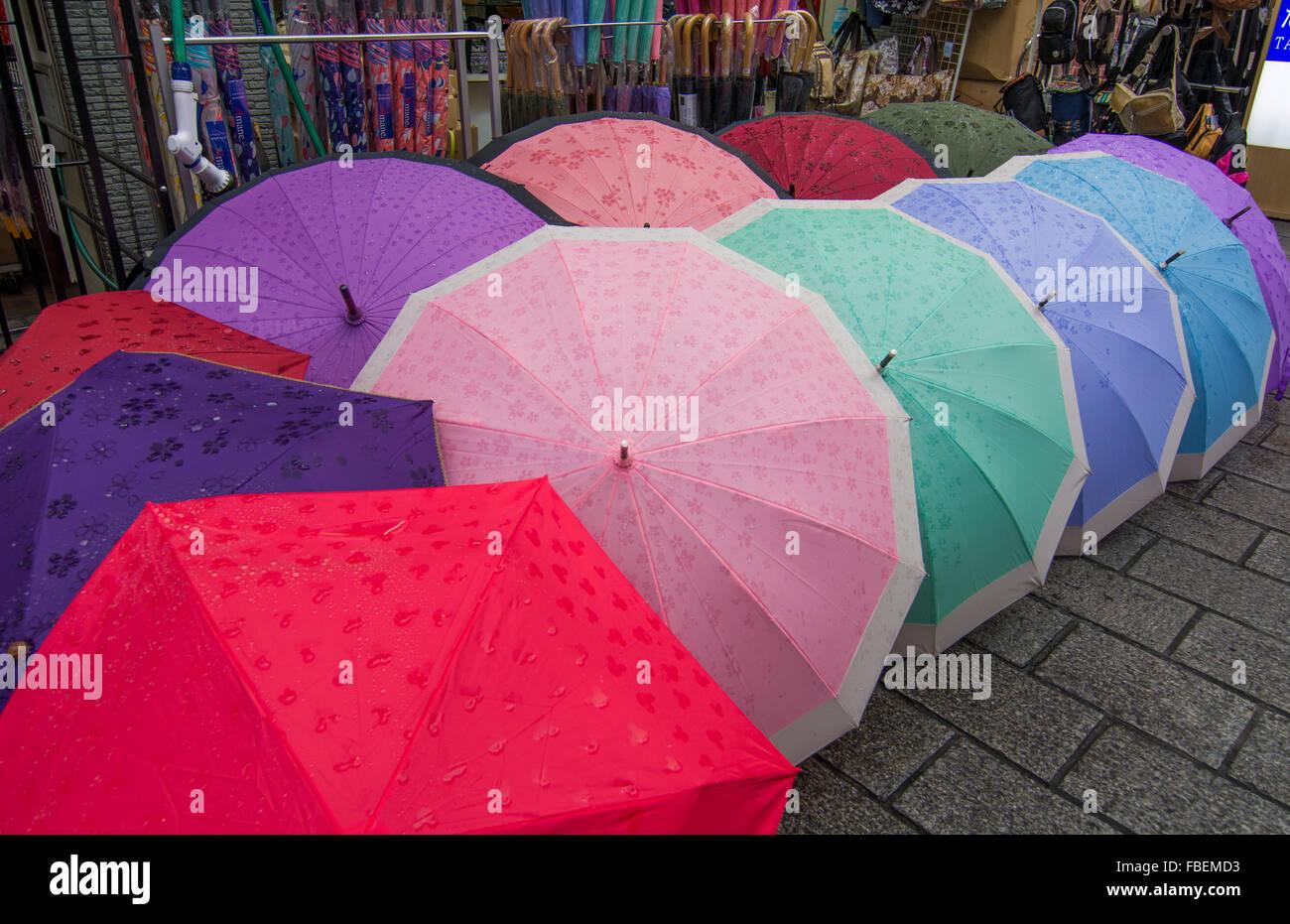 Tokyo Japan bunten Regenschirme für den Verkauf auf Ginza Stockbild