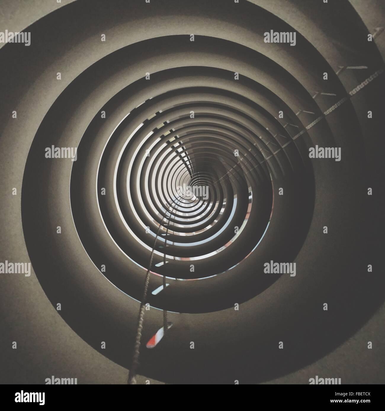 Direkt unterhalb des konzentrischen Kreis Tower Stockbild