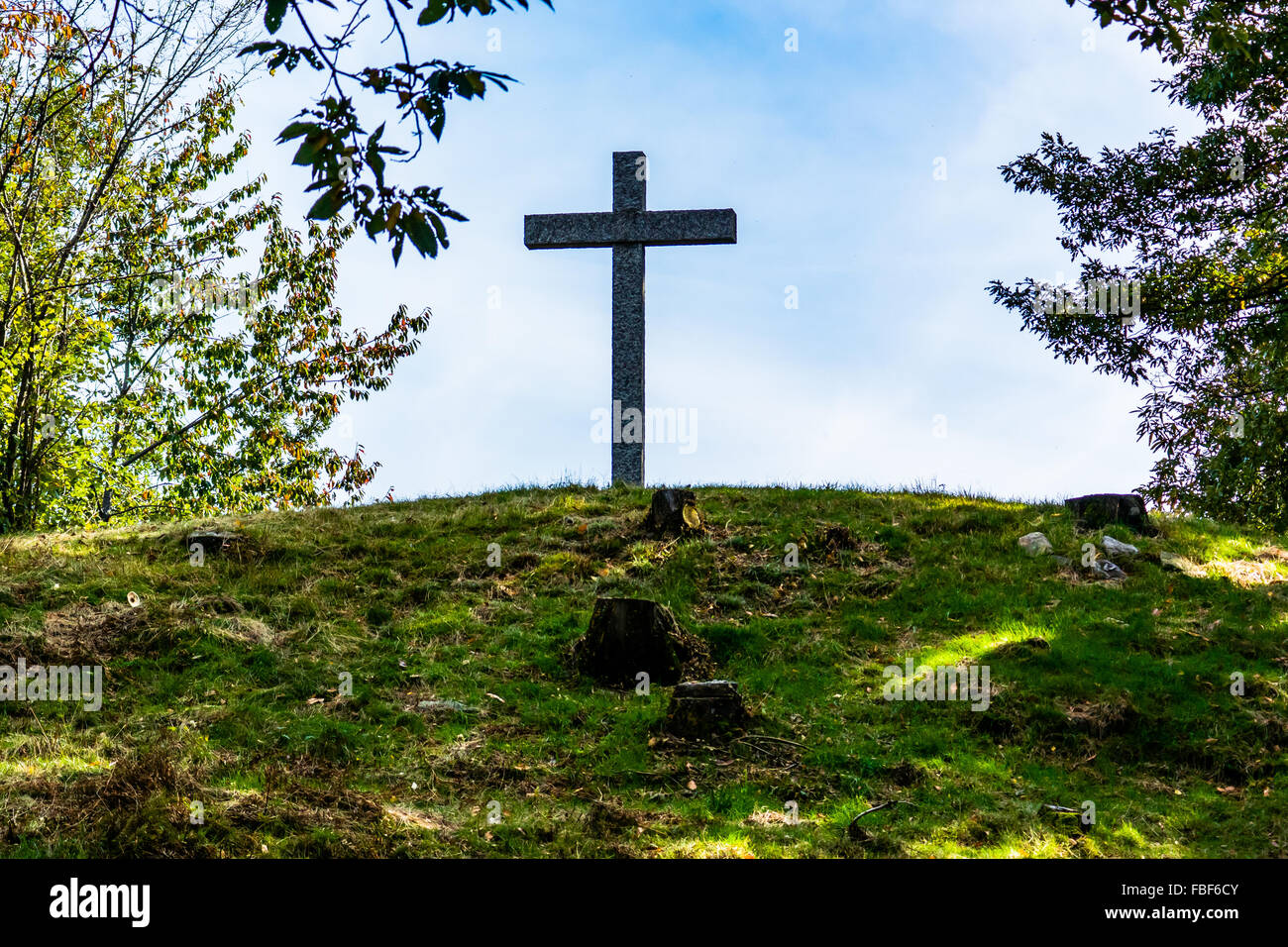 Niedrigen Winkel Blick auf Kreuz auf auffangene gegen Himmel Stockbild