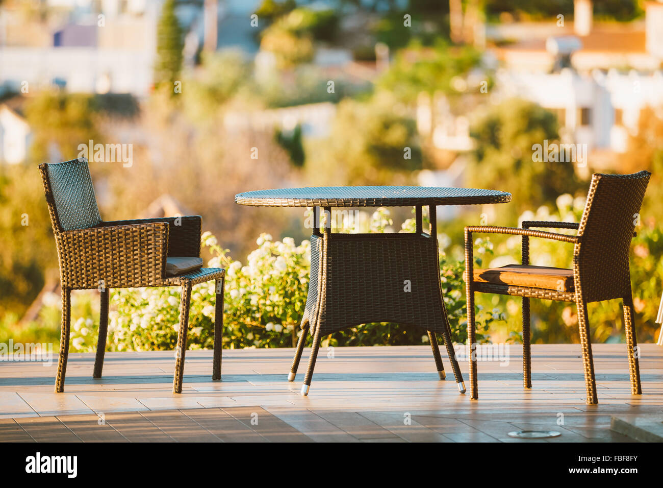 patio table evening stockfotos patio table evening bilder alamy. Black Bedroom Furniture Sets. Home Design Ideas