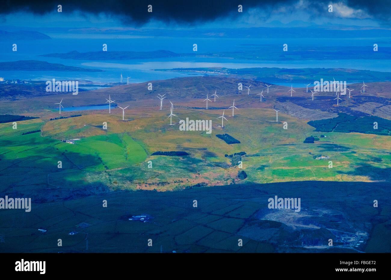 Bauernhof alternative Windenergieanlagen Landschaft uk Stockbild